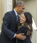 米女性看護師2人、エボラから回復 1人は米大統領とハグ