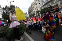 セルビアで「ゲイ・プライド」パレード、同性愛公表の首相が初参加
