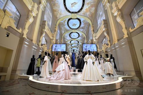 「クリスチャン・ディオール」展、英V&A博物館でも2019年開催へ