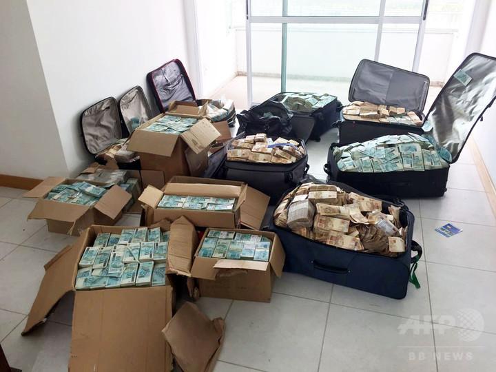 スーツケースなどに10億円超の札束、汚職捜査中に発見 ブラジル