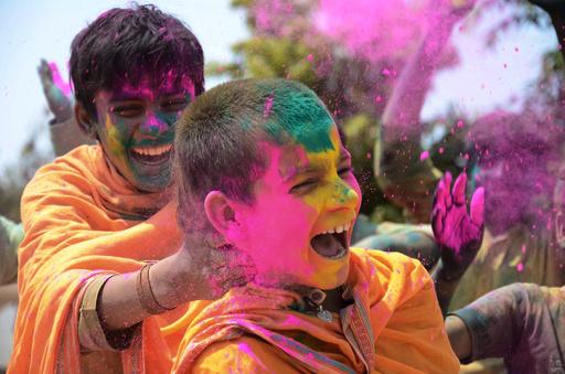 色めく春! ヒンズー教の祭典「ホーリー」