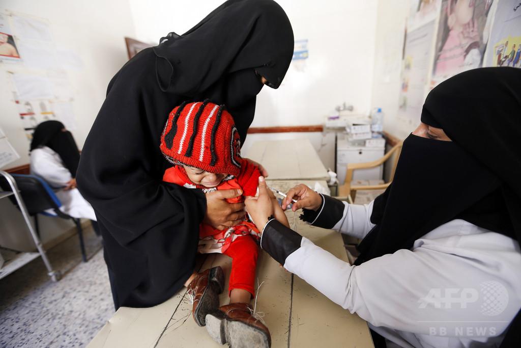 内戦で荒廃のイエメン、飢えて物乞いする子どもたち