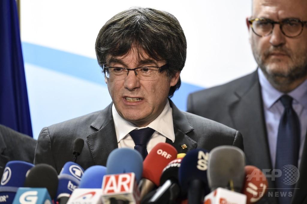 カタルーニャ前首相、スペイン首相に国外での協議提案 州議選勝利で