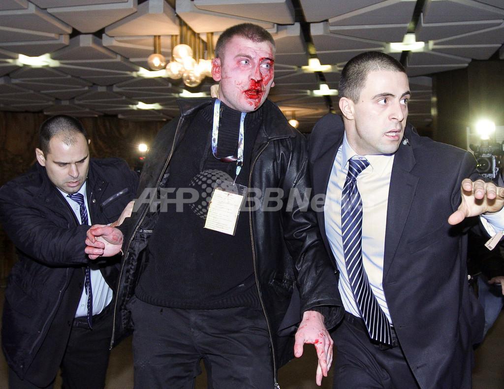 トルコ系政党の党首、演説中に銃を突き付けられる ブルガリア