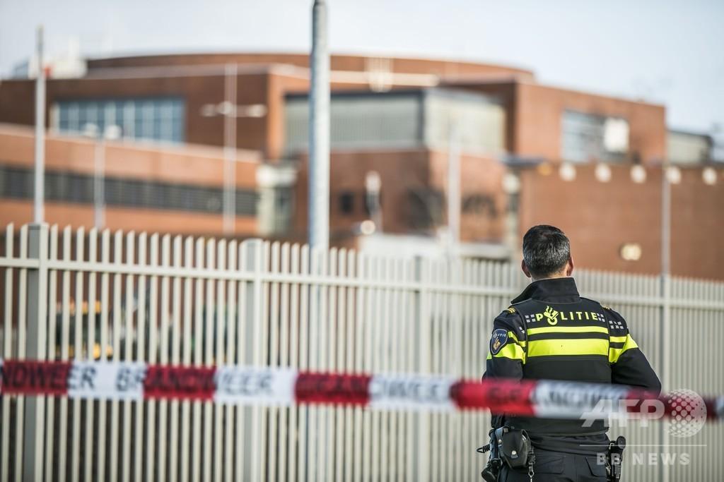 コンテナ内に犯罪者らの拷問部屋、メスや手錠も オランダ警察が発見