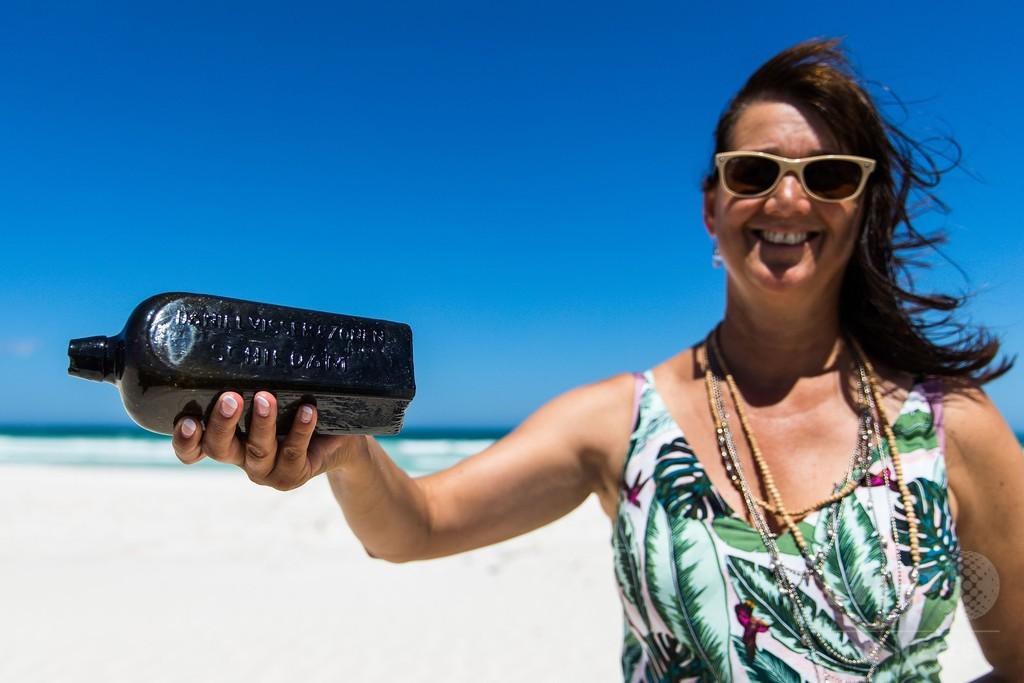 世界最古の瓶入り手紙、豪海岸で発見 132年ぶり