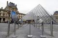 ルーブル美術館がストで休館、すり対策求め200人欠勤 パリ