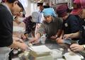 動画:路上生活者にパンを 元ホームレスの人たちで作るパン屋さん