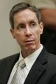 FBI「10大最重要指名手配犯」の教祖、公判で罪状を否認