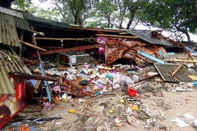 動画:インドネシアで津波、62人死亡 584人負傷