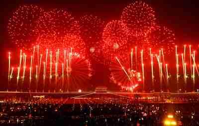旧正月を迎える色鮮やかな電子花火 河北省正定県