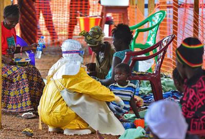 シエラレオネ、72時間の外出禁止令 未受診エボラ患者を探す