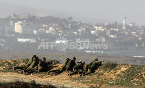 イスラエル軍の戦車など、ガザ地区との境界沿いに集結