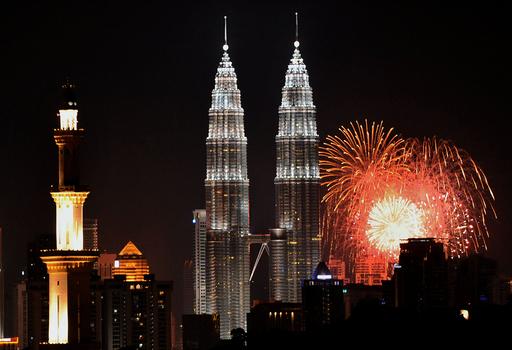 世界各地で新年のイベント、夜空を染める花火