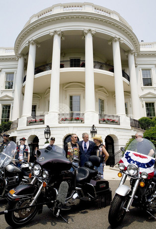 バイク30万台ワシントンに集結、退役軍人の待遇改善を大統領に直訴