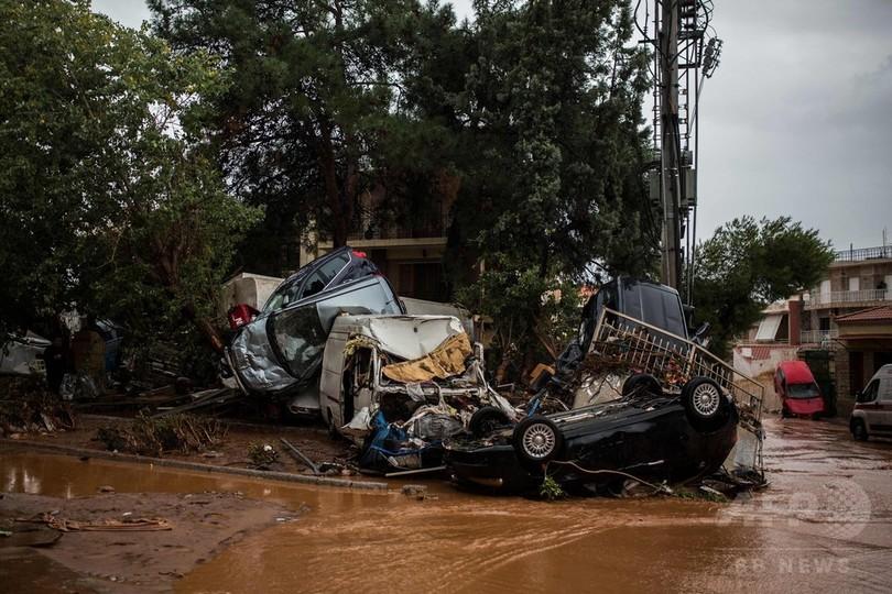ギリシャで豪雨水害、少なくとも15人死亡