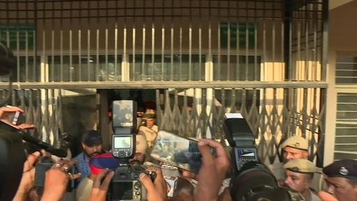 動画:インドで8歳少女の集団レイプ殺人、男6人に有罪判決 被告らの映像