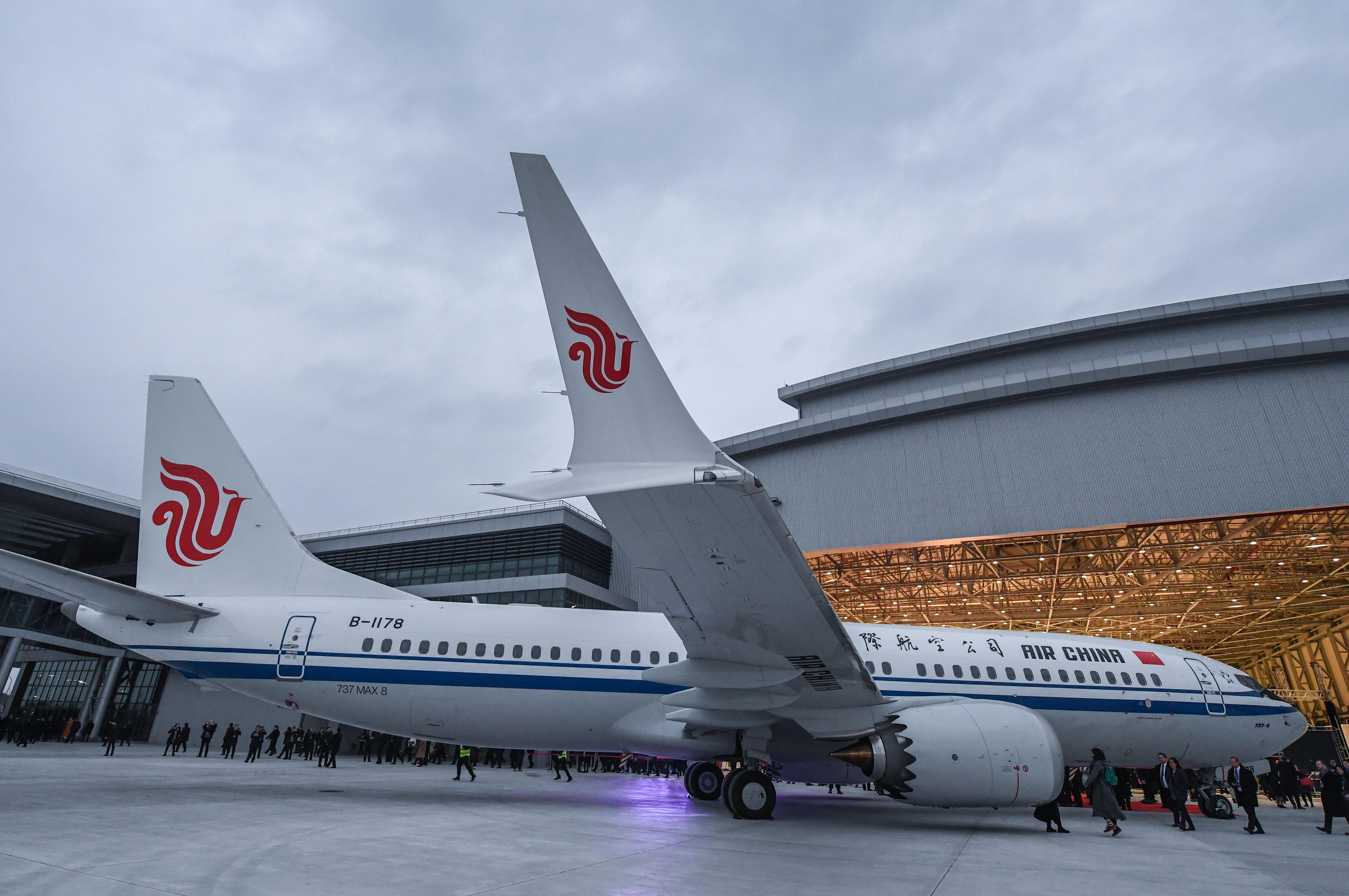 墜落同型機の運航停止は「乗客の安全守るため」 中国外交部