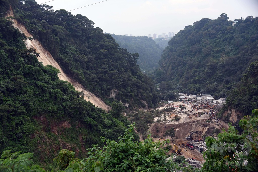 グアテマラ首都近郊で地滑り、30人死亡 600人不明