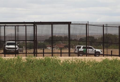 米メキシコ国境で3歳児「置き去り」、密入国容疑の集団追跡中に発見