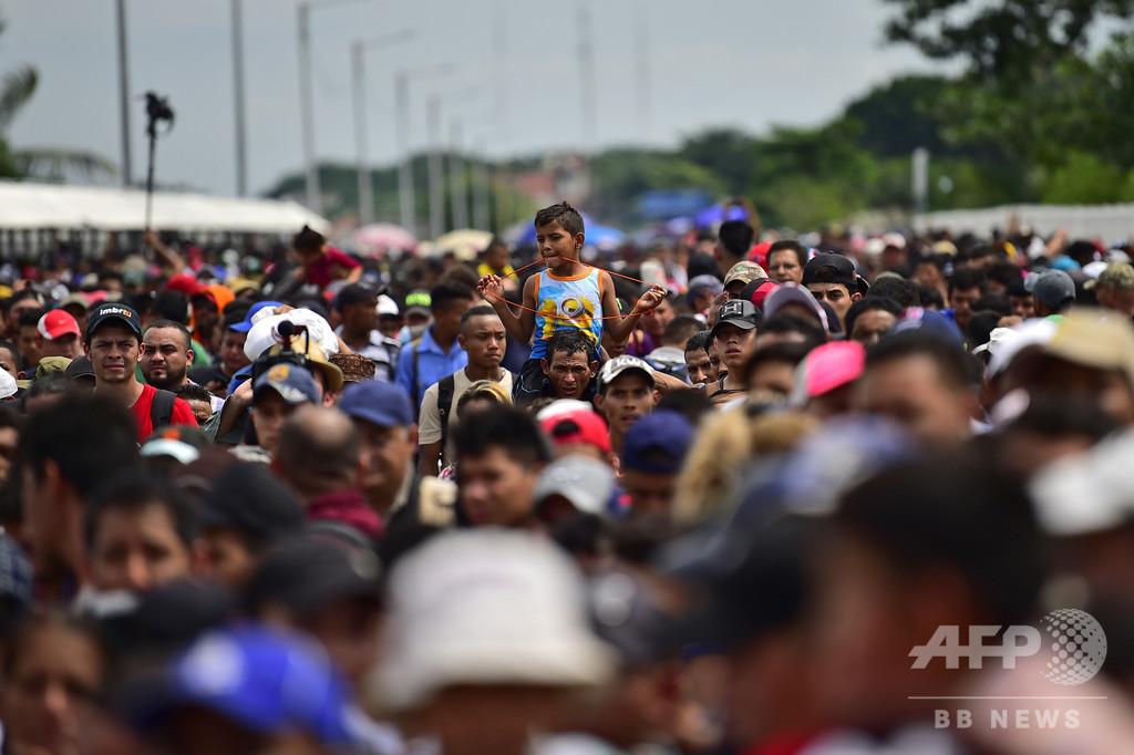 米国目指す移民集団、中間選挙控えるトランプ氏に「天からの贈り物」