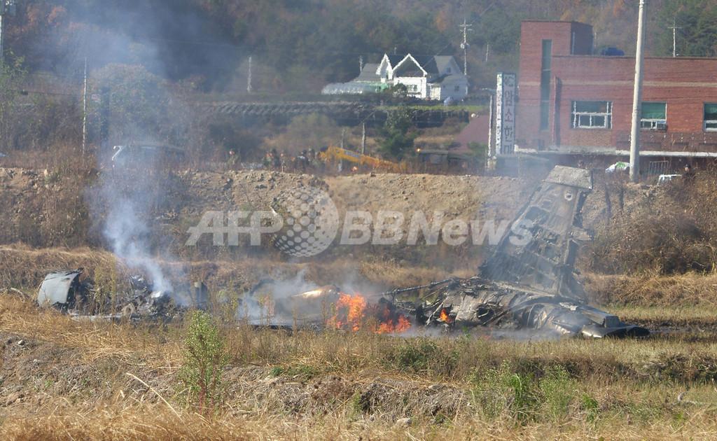 韓国空軍戦闘機、訓練中に接触し墜落 ミサイル1発不明