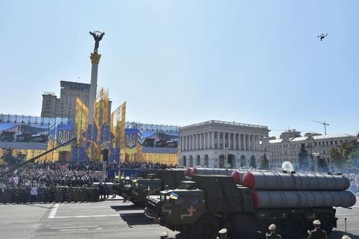 独立宣言から27年 ウクライナ、同国最大の軍事パレード開催