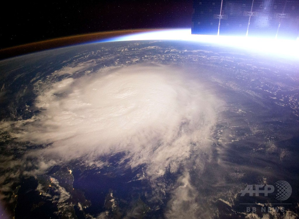 ISSのカメラが捉えた台風6号、NASAが画像公開