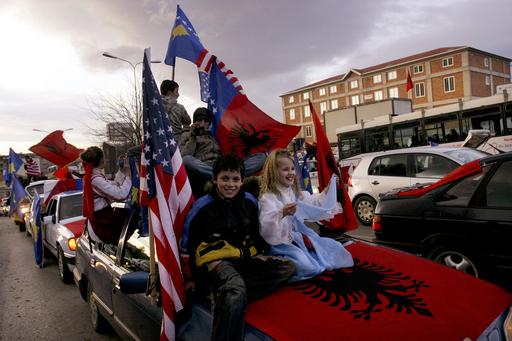 コソボ「歴史的誕生日」を称賛、セルビアからの独立宣言から1周年