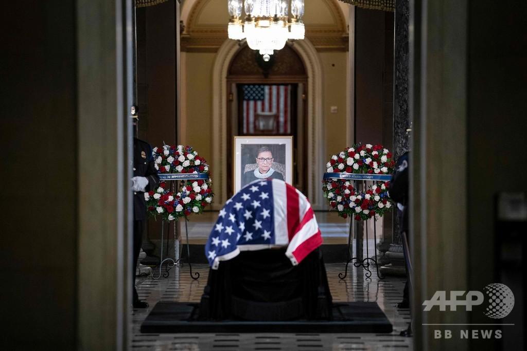 故ギンズバーグ判事、米議会に安置 女性初