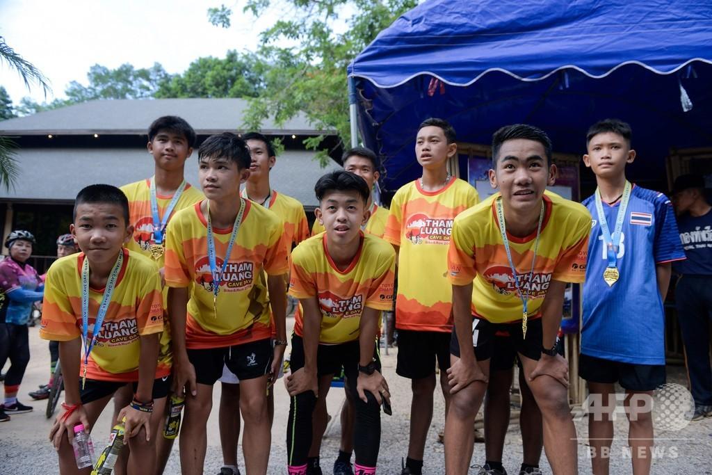 タイの洞窟閉じ込めから1年、救出された少年たちがチャリティーレースに参加