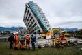 台湾地震の死者12人に、カナダ人2人の遺体収容 建物の解体作業も開始