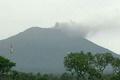 バリ島の火山が噴煙、50年ぶりの噴火の恐れ高まる