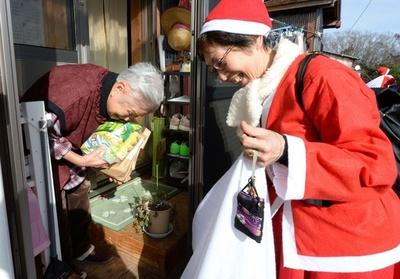 福島にクリスマスの贈り物、サンタ100人がお届け