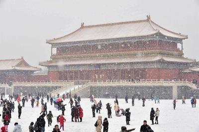 雪をまとう天安門や故宮 北京で今年初めての大雪