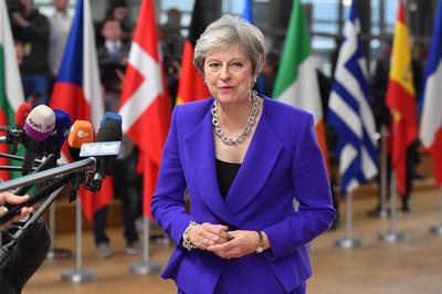 EU離脱移行期間の延長検討、英首相認める