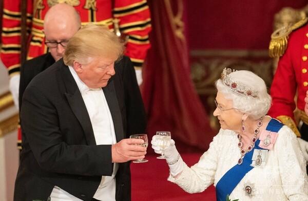 エリザベス女王は「偉大な、偉大な女性」 訪英のトランプ氏、晩さん会で称賛