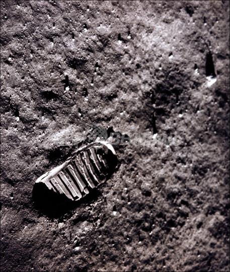 写真特集】月面初着陸のアームストロング氏、その足跡を振り返る 写真 ...