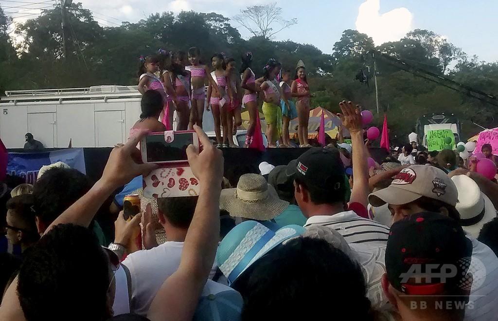 8歳少女のビキニ・コンテストに批判殺到、コロンビア
