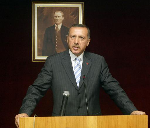 トルコ総選挙勝利を受け、首相は改革路線維持を表明