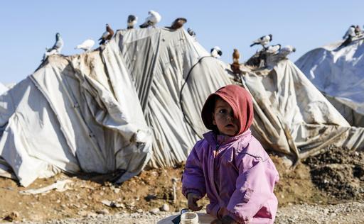 シリア避難民の子ら、厳しい寒さでここ数週間に15人死亡