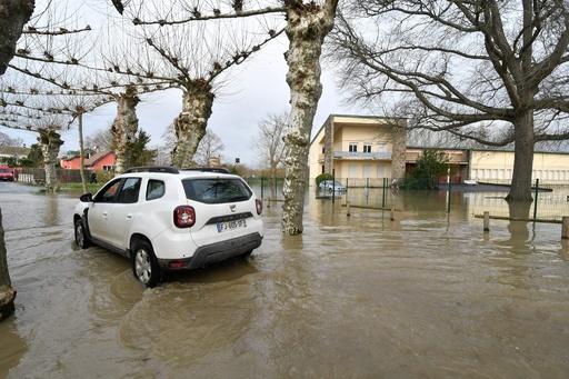 仏南西部で暴風雨、2人死亡