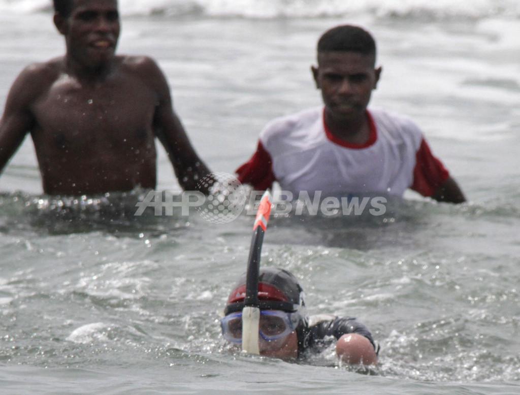 四肢失った仏男性、世界5大陸を泳いで渡る挑戦開始
