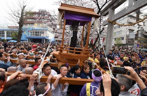 外国人観光客にも人気、川崎市の奇祭「かなまら祭り」
