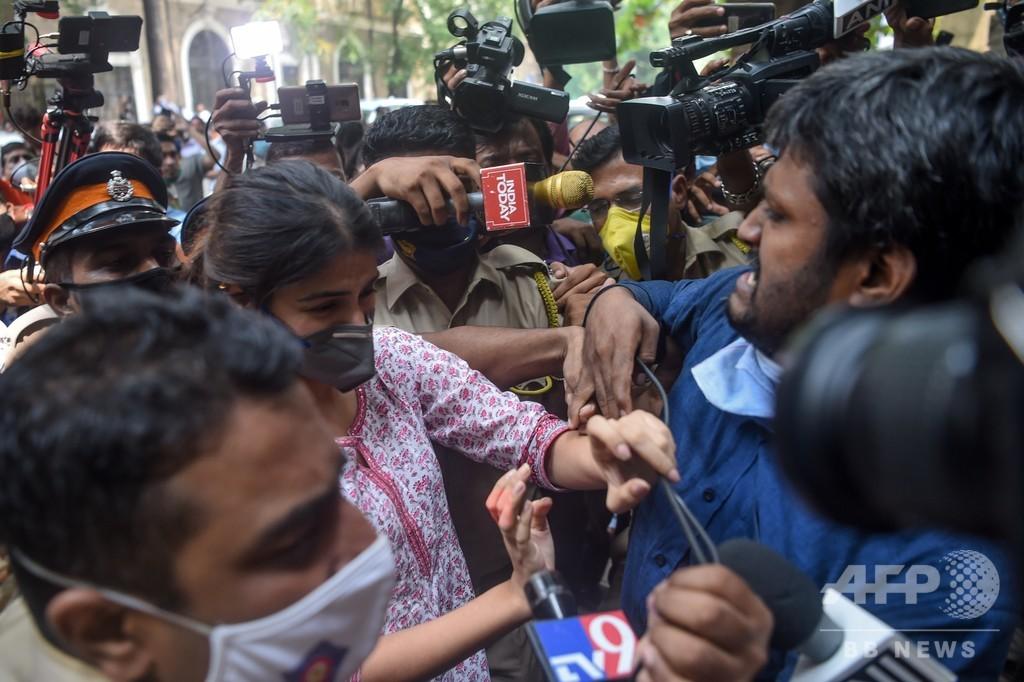 俳優自殺を食い物にするテレビ 「魔女狩り」報道が過熱 インド