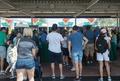 「イルマ」の影響で停電の米フロリダ州、営業再開のディズニーに観光客ら集まる