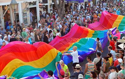 米芸能界にカミングアウトの波、「同性愛に寛容な米国」到来か?