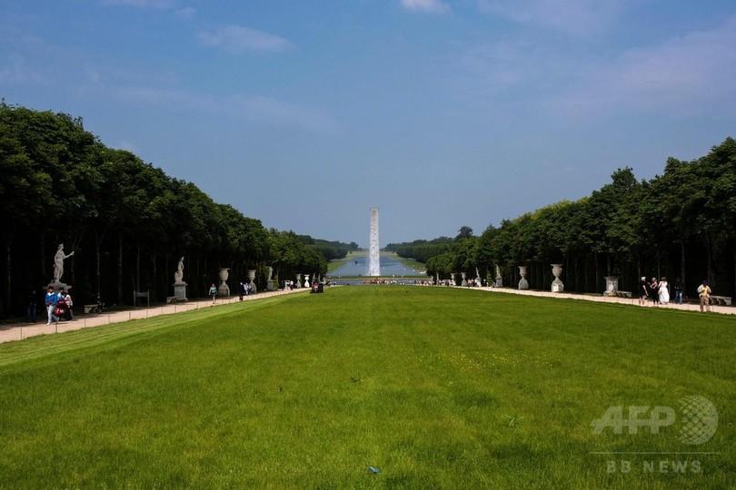 ベルサイユ宮殿に「滝」!? 実はアート作品