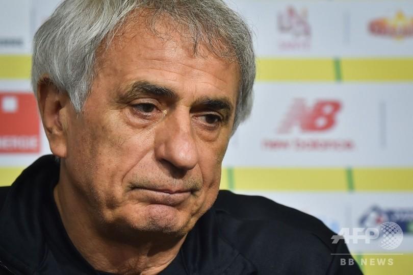ハリルホジッチ監督、サラ選手の死に涙 ナントは背番号を永久欠番へ