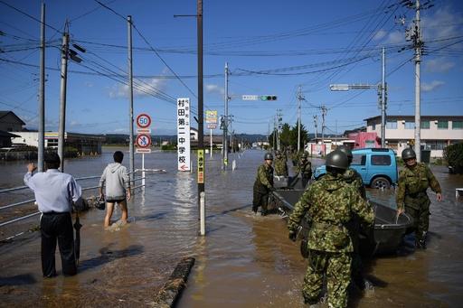 台風19号の死者74人に、行方不明者の捜索続く